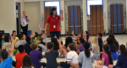 Wanagi CEO Stephanie Kaylan Teaching Comanche Elementary School Students
